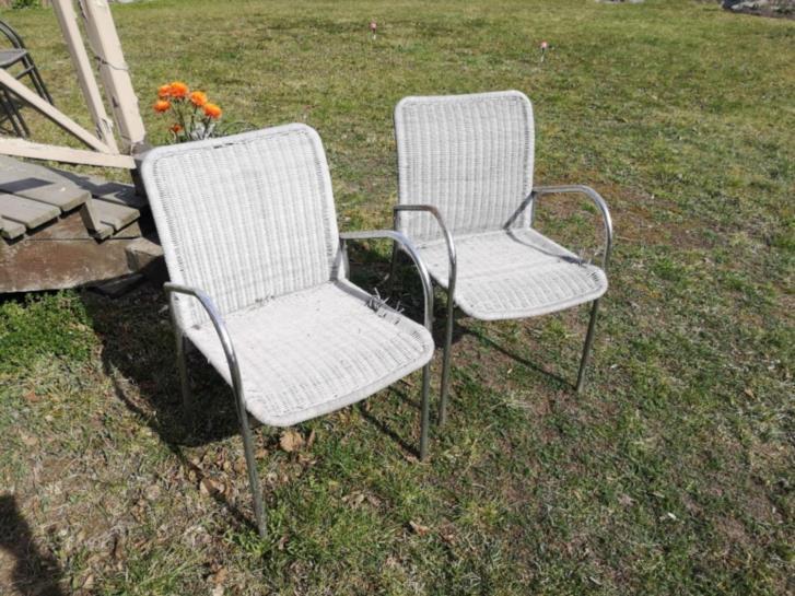 Två stabila stolar