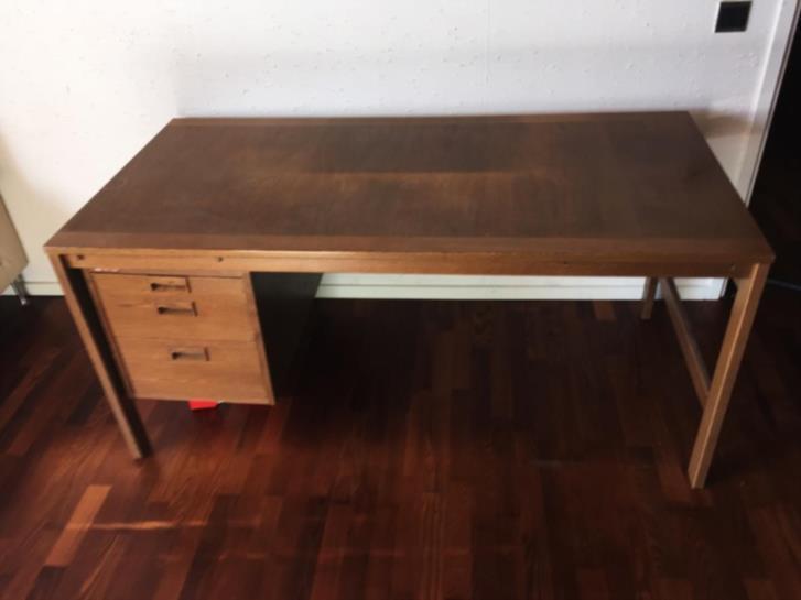 Skrivbord - svensktillverkat i ek - 60-tal