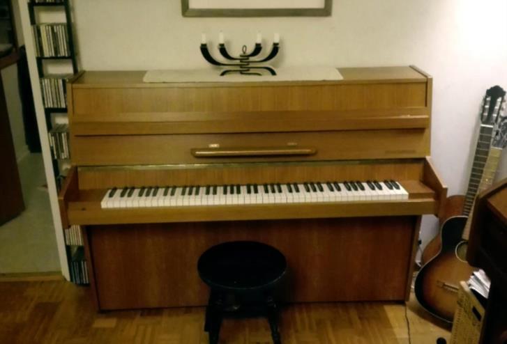 Fint piano bortskänkes mot avhämtning.