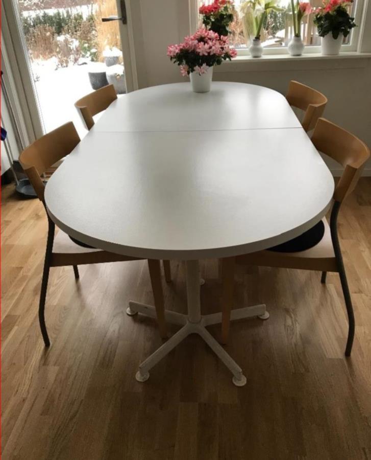 Matbord, databord och TV-bänk
