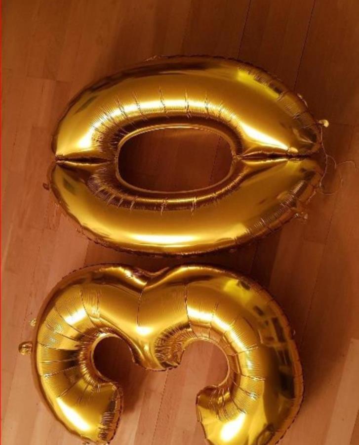 Stora ballonger med siffror 30 bortskänkes