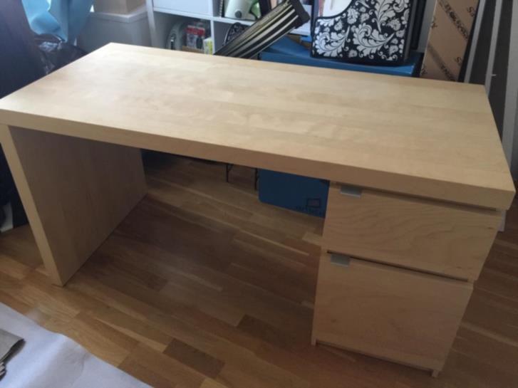 IKEA Skrivbord i björkfaner skänkes