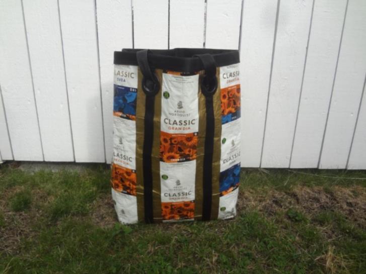 Kaffeförpackningar att sy väskor kassar av bortskänkes