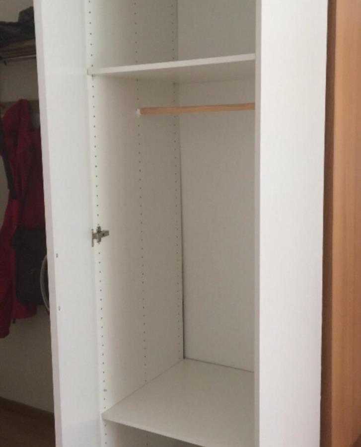 Vit garderob