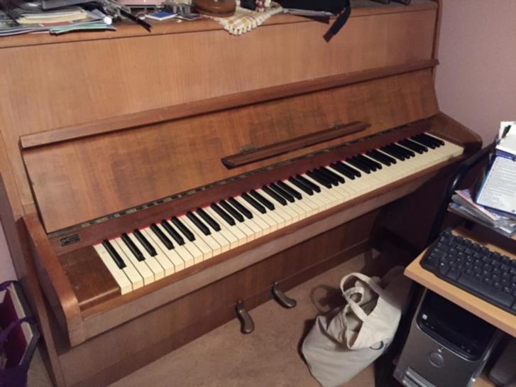 Piano bortskänkes men måste hämtas