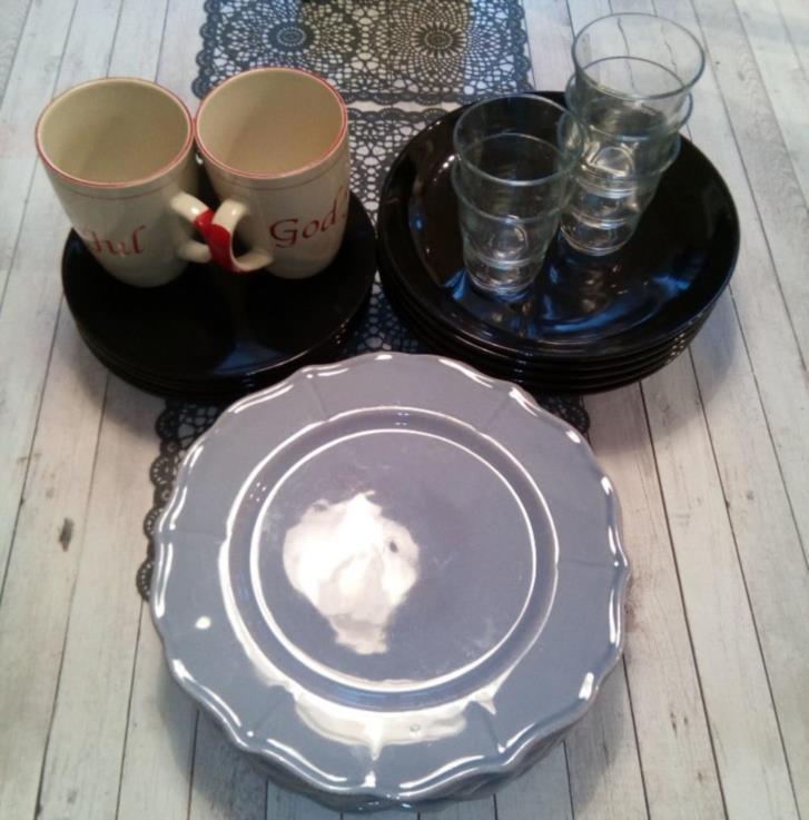 Tallrikar, glas och muggar