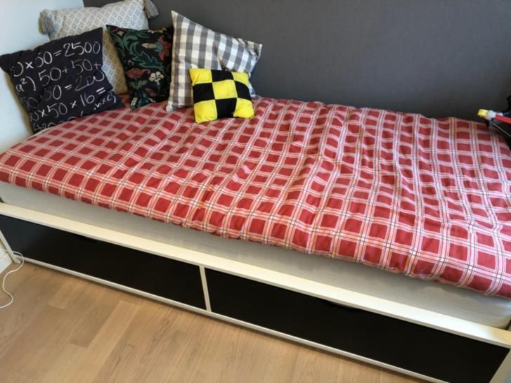 Barnsäng med riktig sängmadrass
