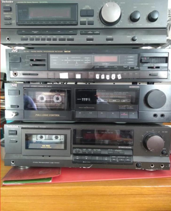 Div kassettbandspelare och förstärkare