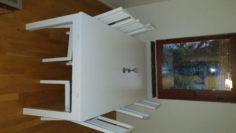 Vitt bord + 6 stolar