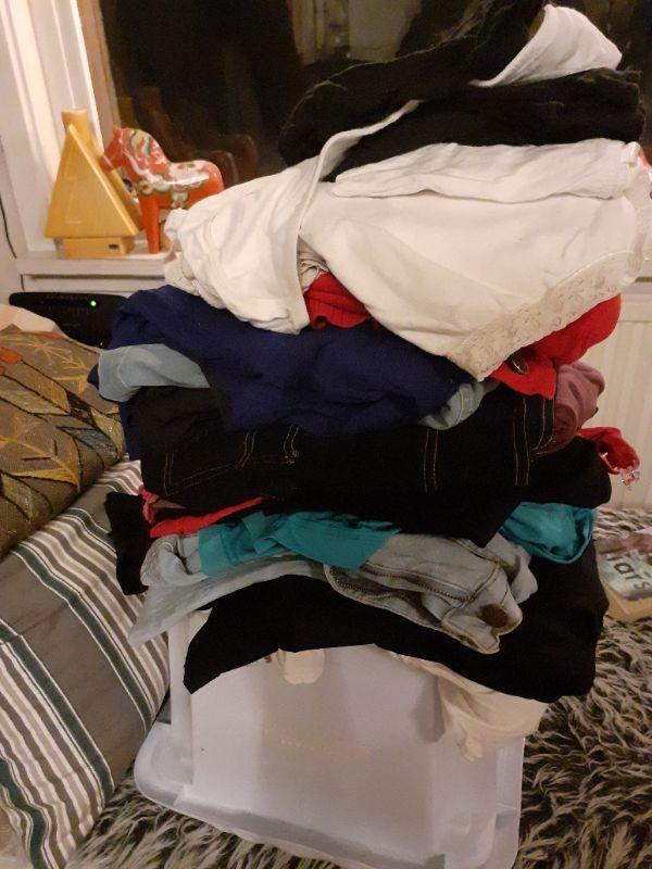 """""""Mamma""""kläder/graviditetskläder i st L och XL"""
