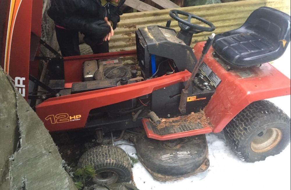 Åkgräsklippare trädgårdstraktor Roper 12hp, defekt