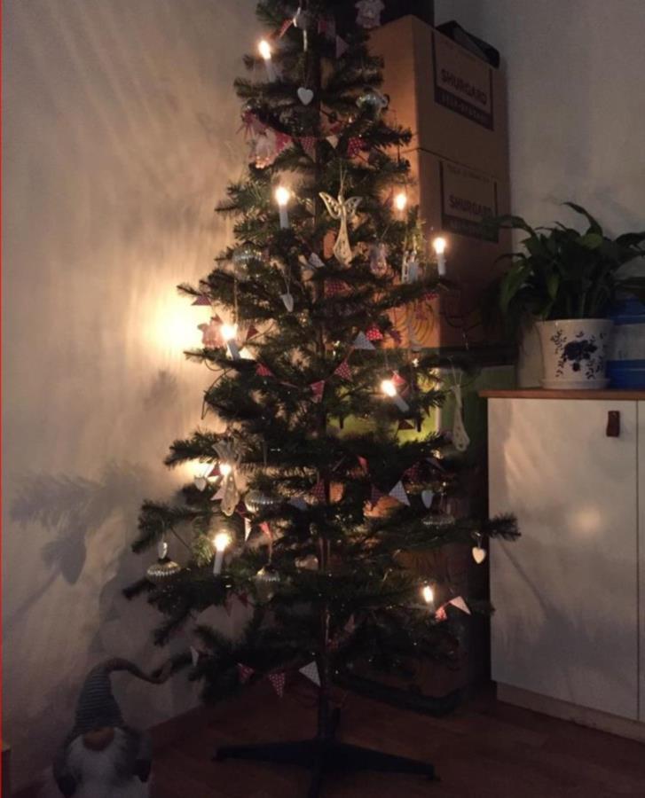 Pynt till julgran och annat julpynt till hemmet.