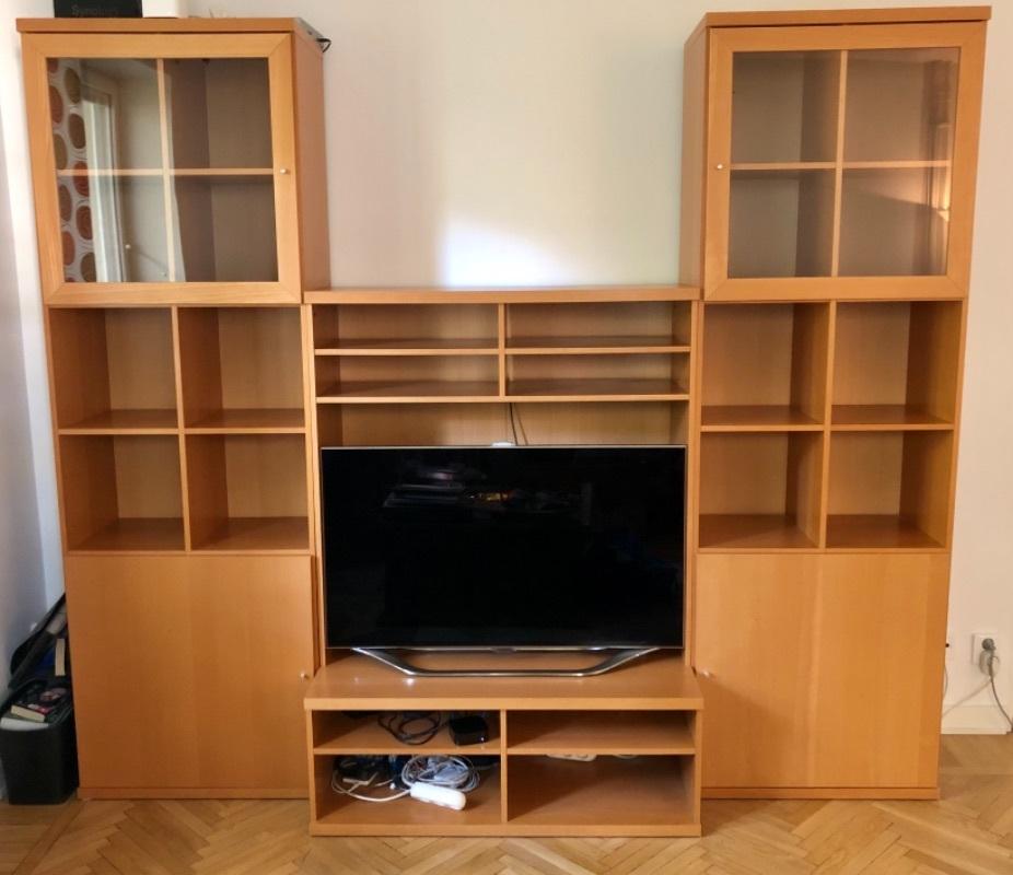 Bokhylla med TV-bänk bortskänkes mot avhämtning