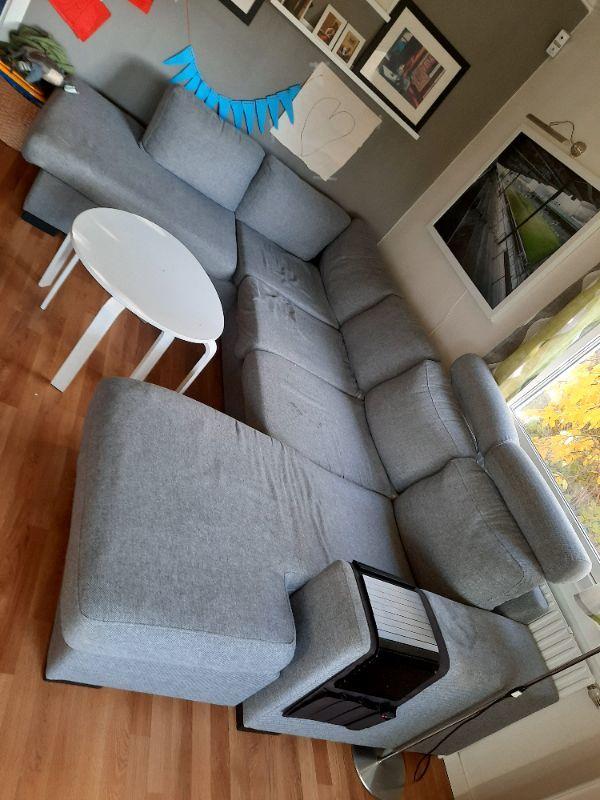 Soffa med bord