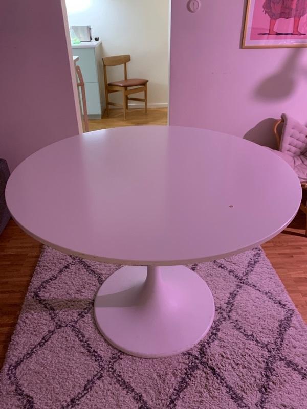 Vitt runt bord från ikea