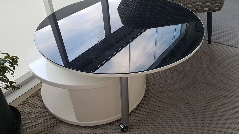 Soffbord med svart glasskiva