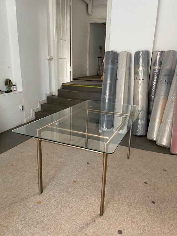 Glasbord bortskänkes