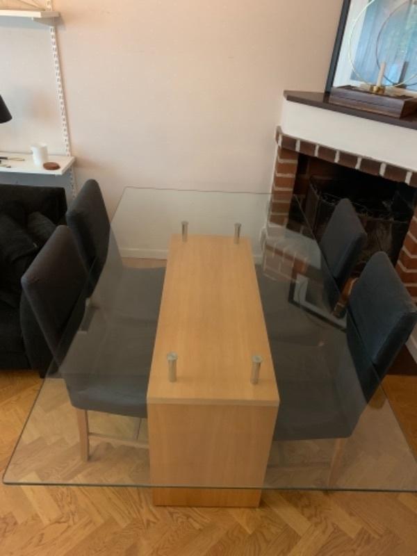Matbord + 4 stolar