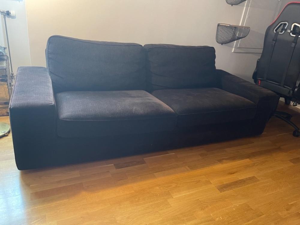 Svart Manchester soffa