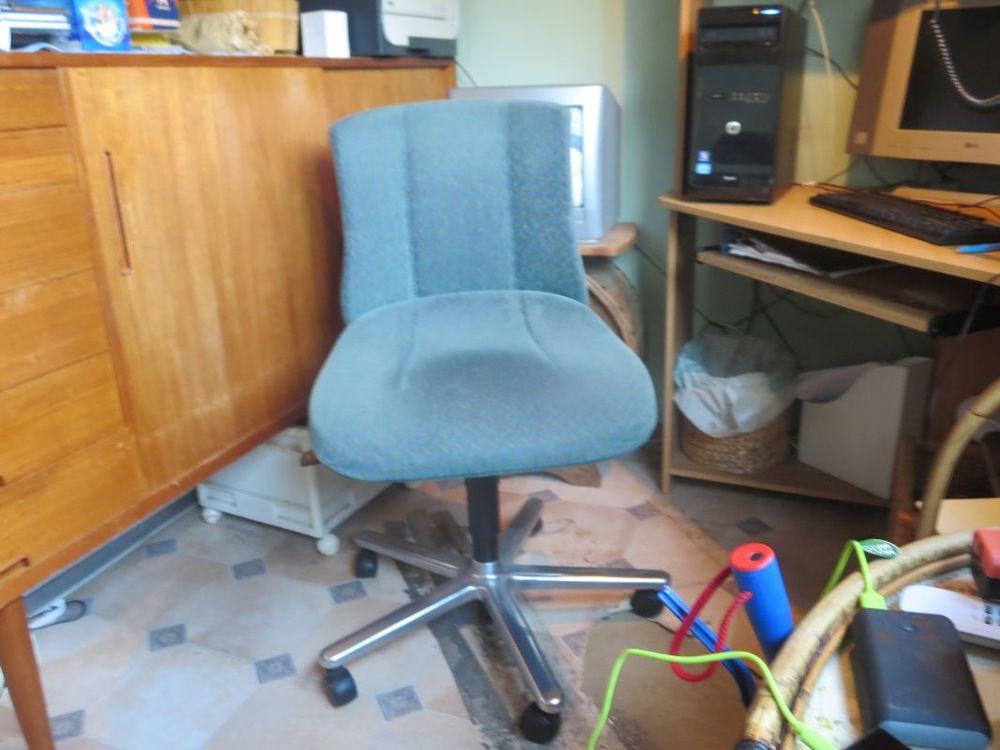 Kontorsstol höj sänkbar med hjul fläck på sitsen