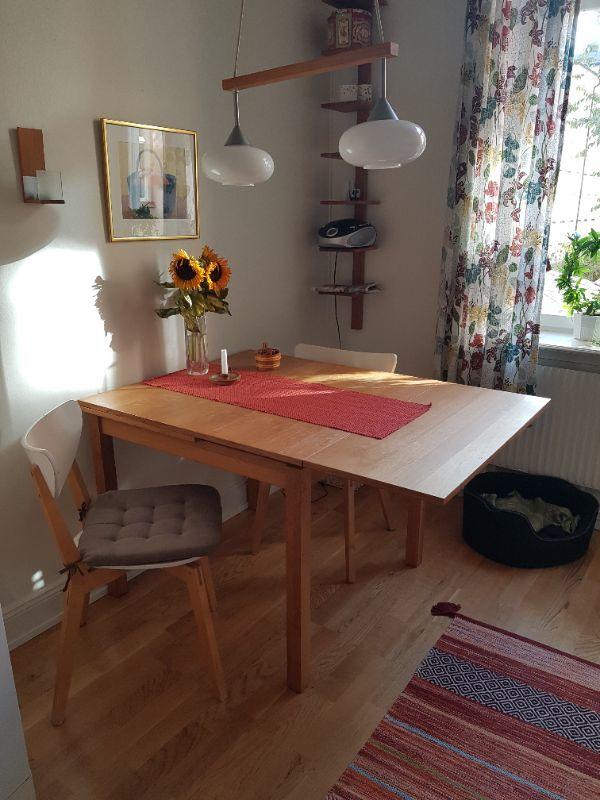 Köksbord 3 stolar skänkes!