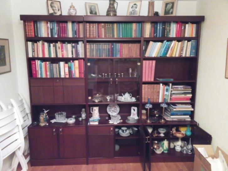 Tredelad bokhylla