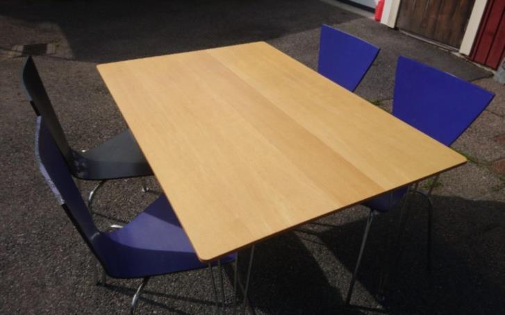 Bord o fyra stolar