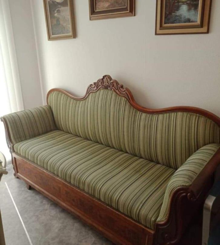 Klasisisk soffa med utdragsdel