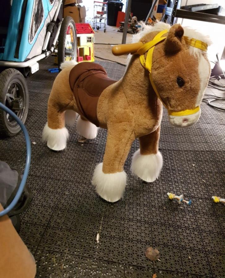 Leksakshäst på hjul
