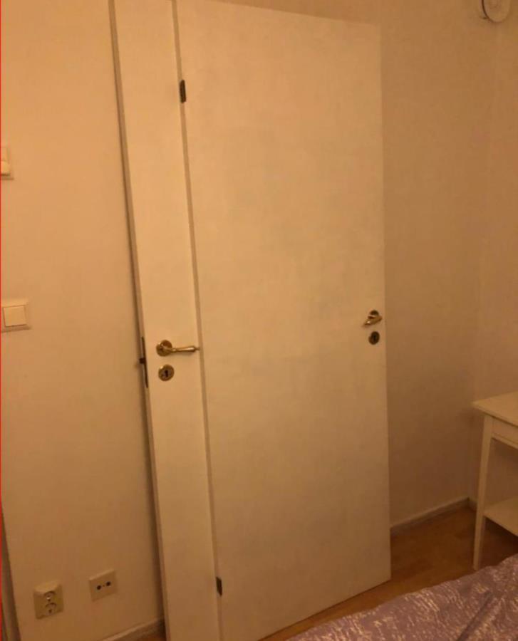 5st formpressade innerdörrar + massiv dörr