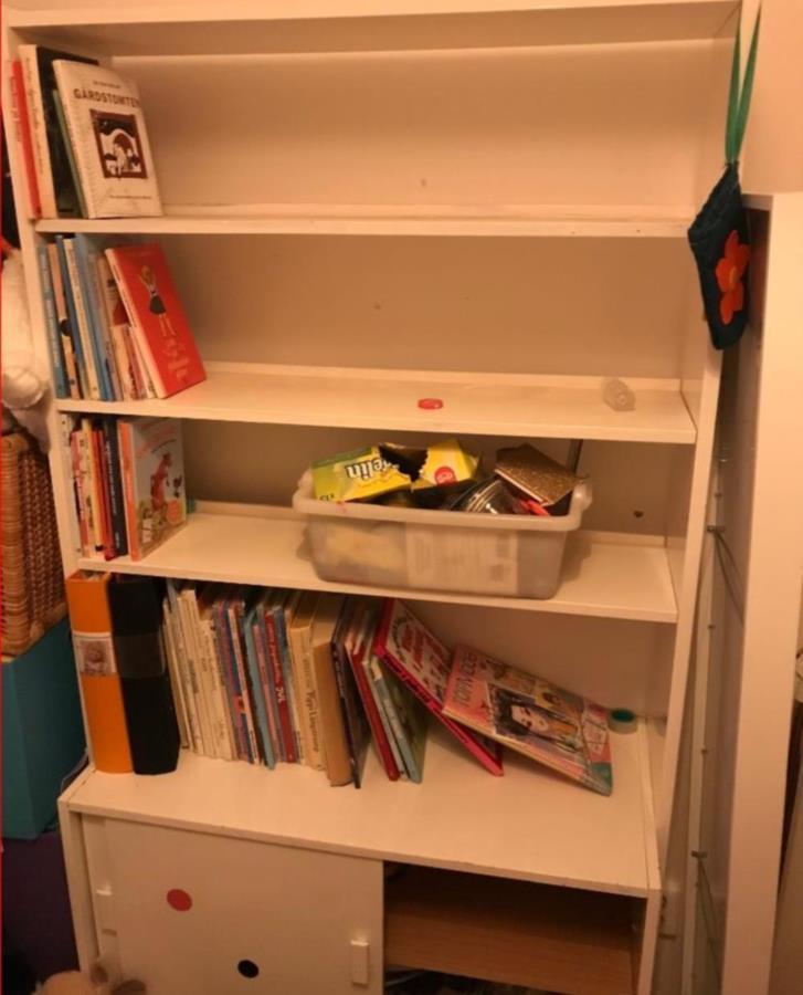 Stabil bokhylla för barnrum
