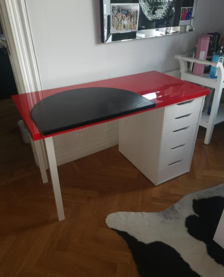 Skrivbord bortskänkes   Göteborg Bortskänkes.se