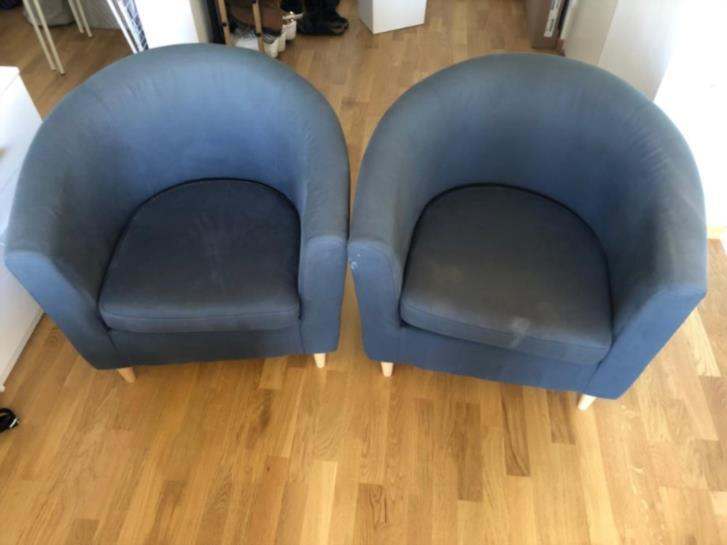 2 blue sitting chairs