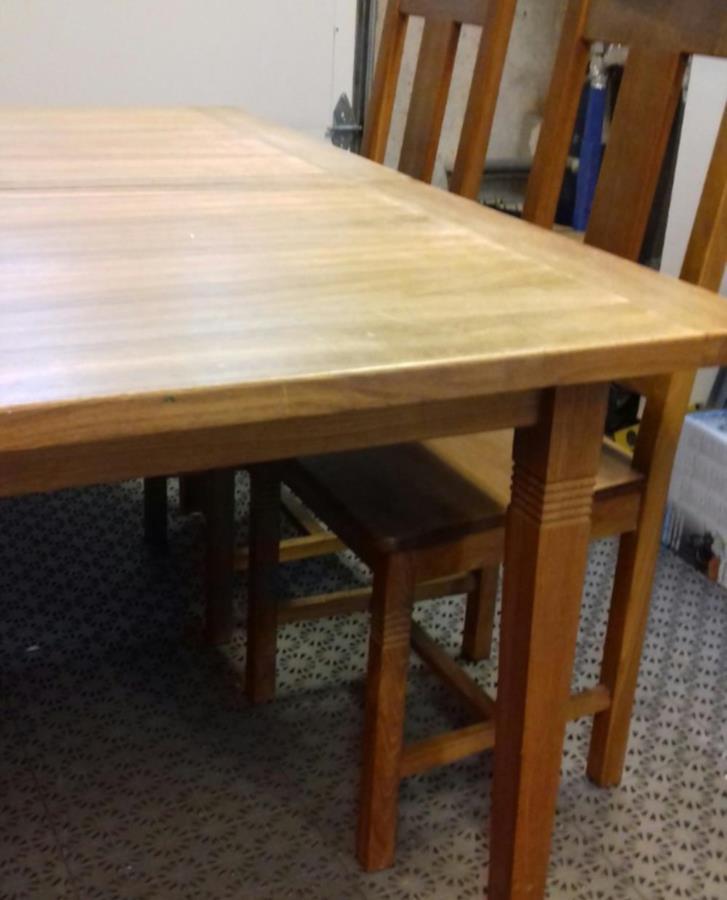 Utdragbart matbord i ek inkl 6 stolar