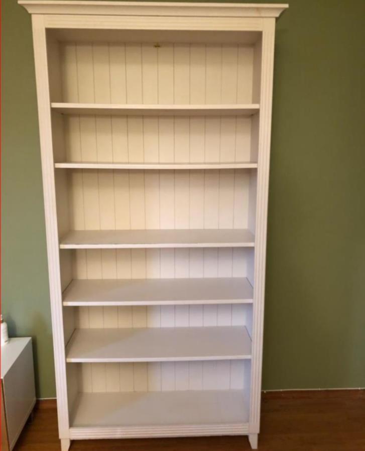 Vit bokhylla