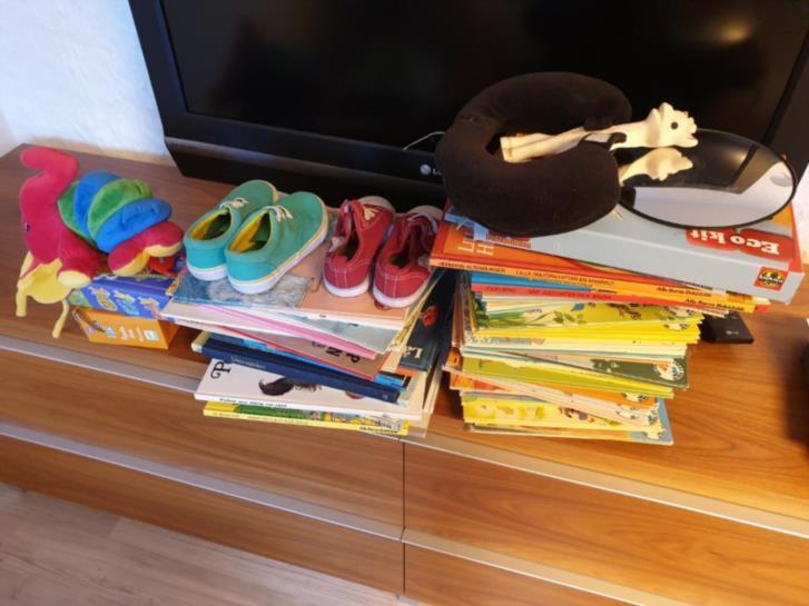 Barnböcker, pussel m.m.