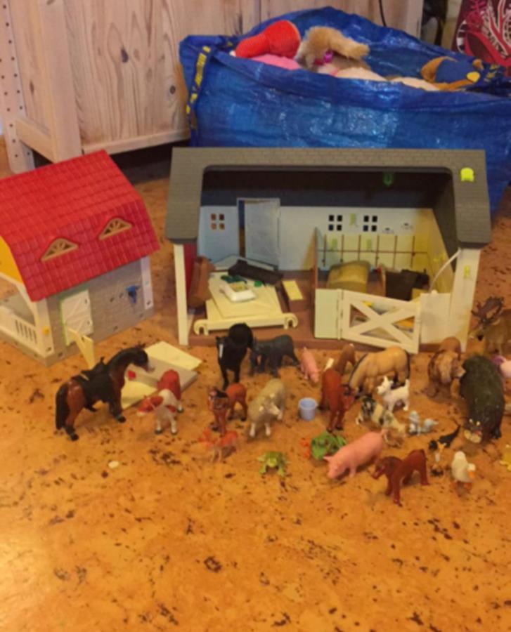 Leksak 2 bondgårdar med djur