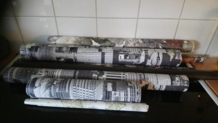 Tapet bitar och paket papper