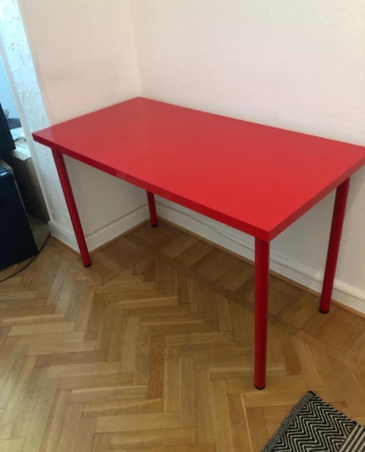 Rött skrivbord