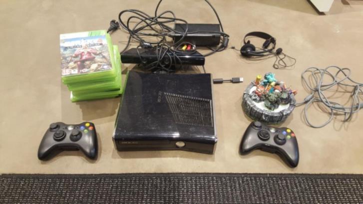 Xbox 360 + spel m.m.